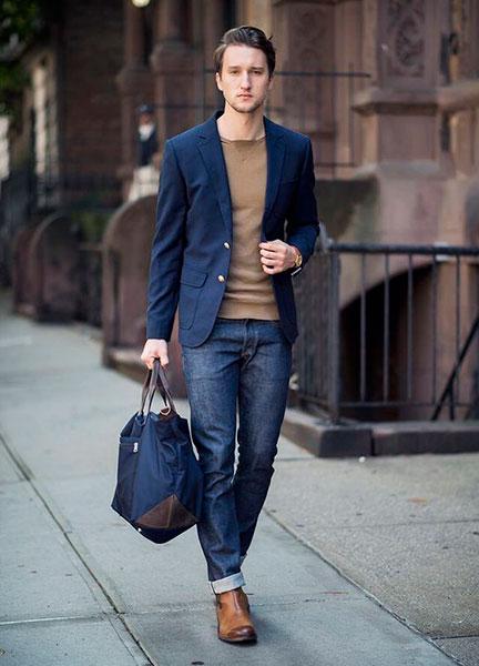 Коричневые челси и джинсы