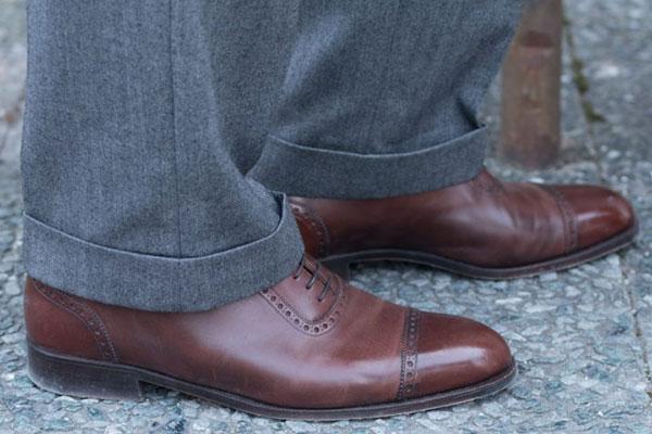 Строгие брюки и четвертные броги